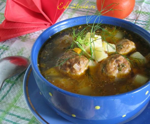 Суп с тефтелями из свиного фарша.