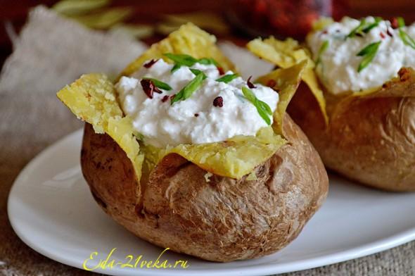 Печеный картофель в духовке.