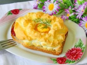 Горячие бутерброды с яичницей. Рецепт с пошаговым фото.
