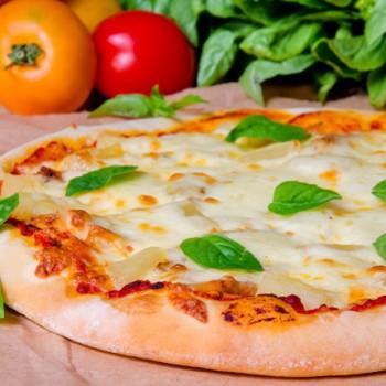 Пицца с курицей и ананасами. Рецепт с подробным пошаговым фото.