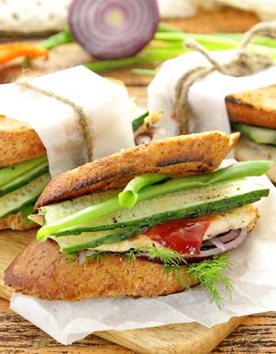 Бутерброды с курицей.