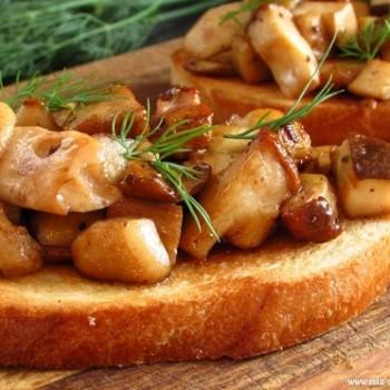 Бутерброды с жареными грибами (БЕЛЫМИ).