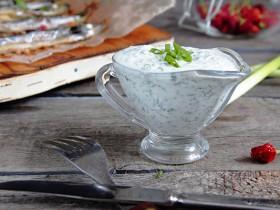 Сметанный дип соус с зелёным луком и укропом - для рыбы.