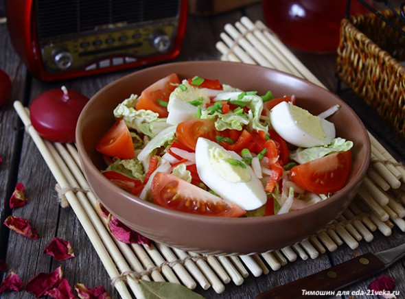 Салат из пекинской капусты с болгарским перцем.